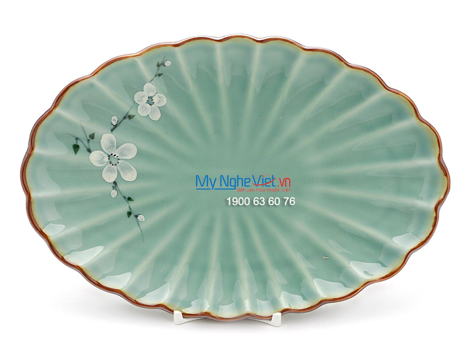 Đĩa bầu dục men xanh láng vẽ hoa đào MNV-BA11-6