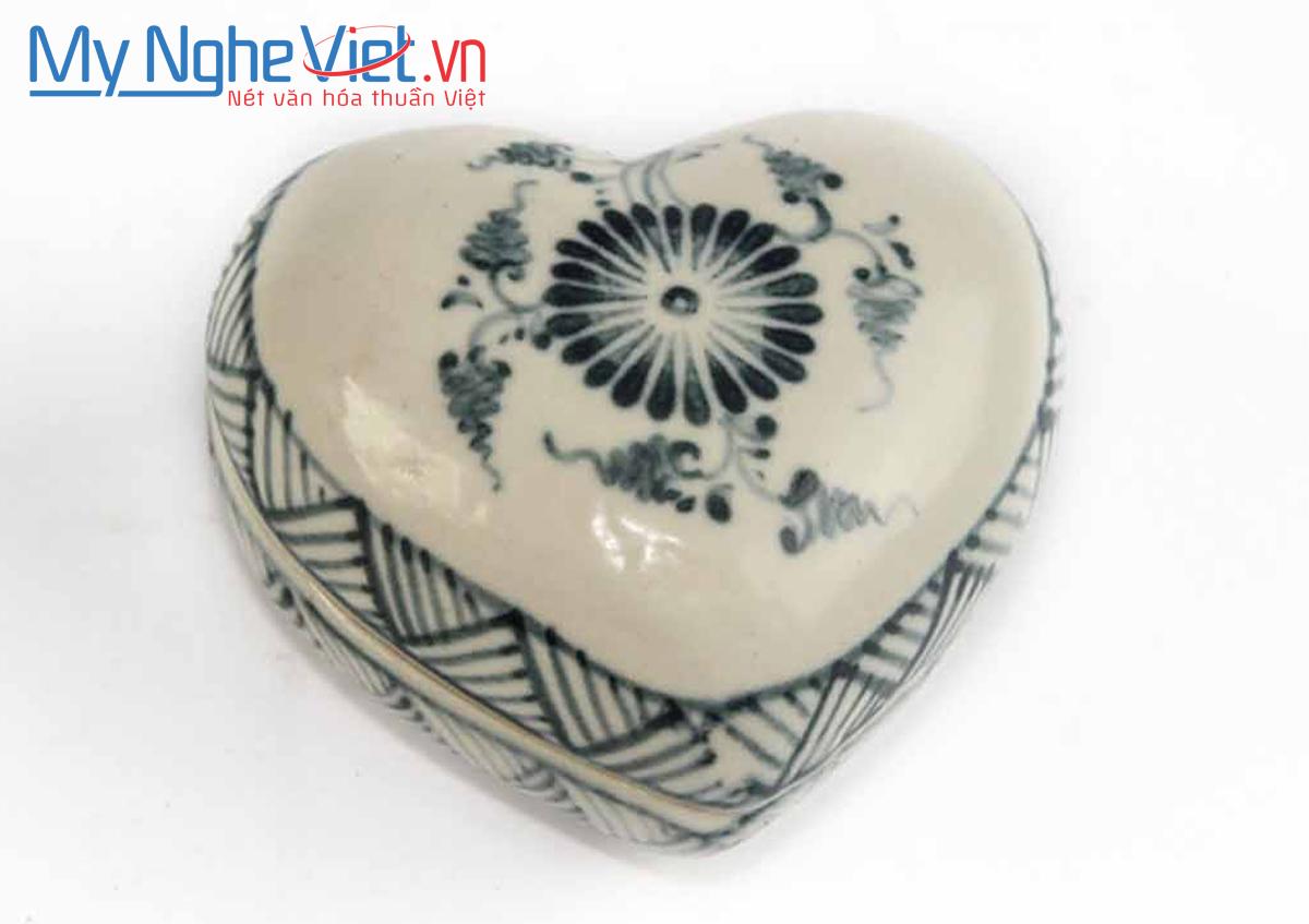 Hộp trái tim gốm Bát Tràng hoa cúc xanh MNV-BOA67-1